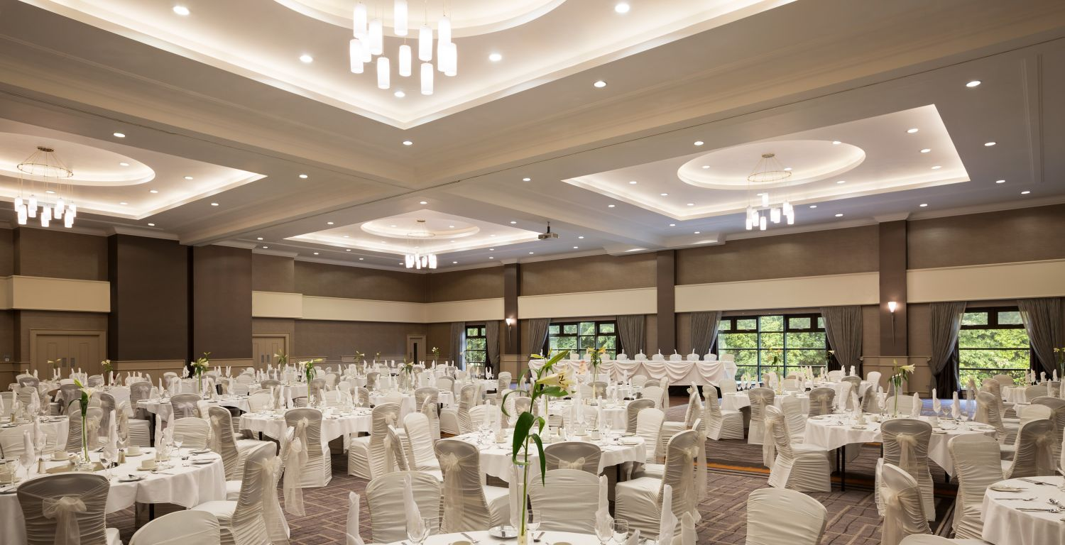 Luxurious grand wedding at Crowne Plaza Belfast