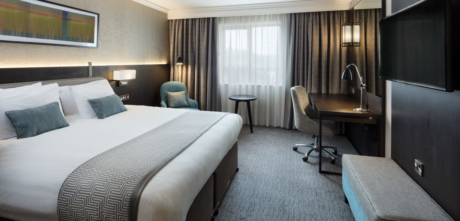 Executive club bedroom at Crowne Plaza Belfast