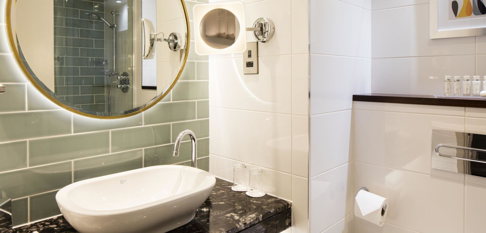 new luxurious bathroom at Crowne Plaza Belfast