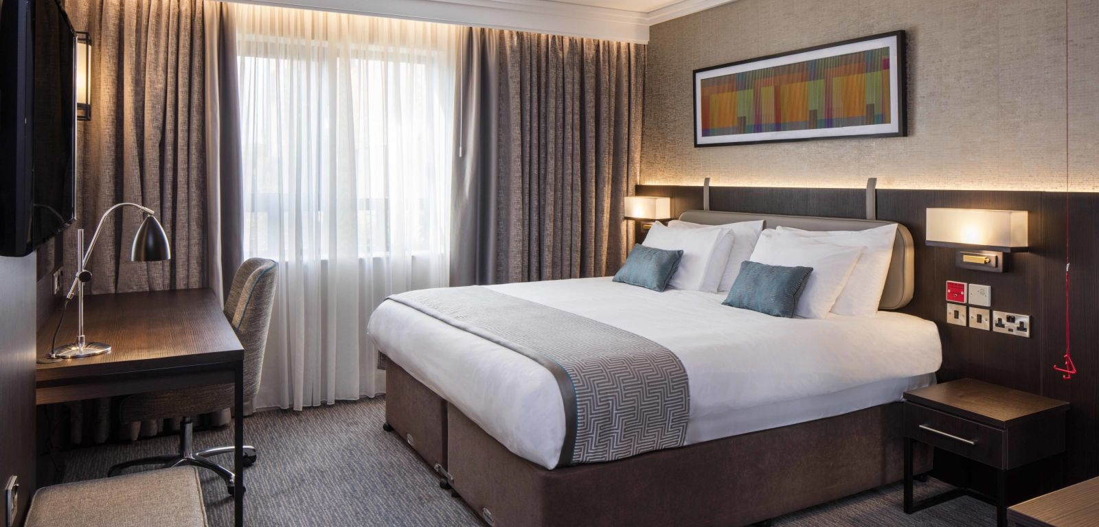 Luxurious accessible bedroom at Crowne Plaza Belfast